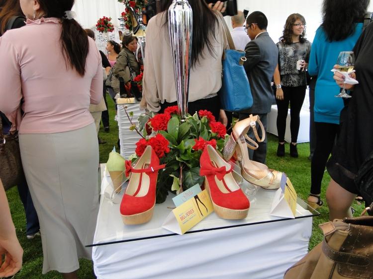 Zapatos rojos, para cualquier ocasión. Qué mejor que unas plataformas para sentirte alta y cómoda.