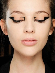 Ojos geométricos: foto tomada de http://mylife.ripley.com/las-tendencias-de-maquillaje-para-este-ano/